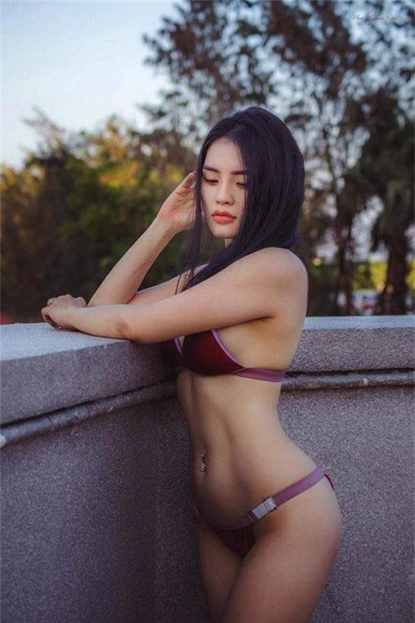 ngay ngat voi bo anh mac bikini tap yoga qua sexy cua co gai bien hoa hinh anh 6