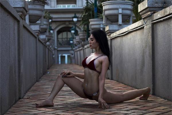 ngay ngat voi bo anh mac bikini tap yoga qua sexy cua co gai bien hoa hinh anh 7