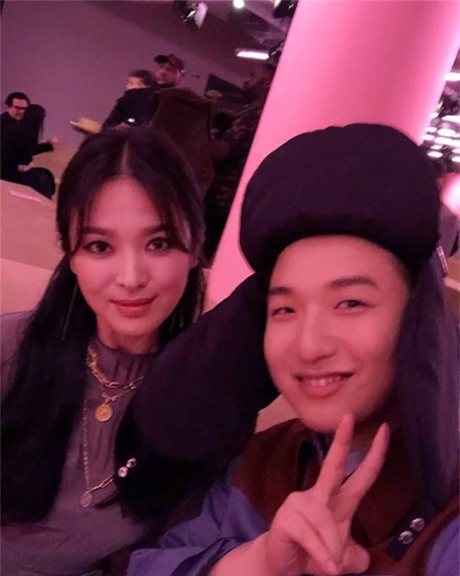 Song Hye Kyo xuất hiện với diện mạo cực lạ tại sự kiện ở Mỹ - Ảnh 3.