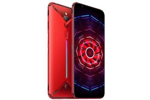 ZTE Nubia Red Magic 3 sử dụng vỏ ngoài bằng nhôm nguyên khối. Mặt lưng nổi bật với thiết kế góc cạnh cùng dải đèn LED RGB. Máy có kích thước 171,7x78,5x9,7 mm, cân nặng 215 g.