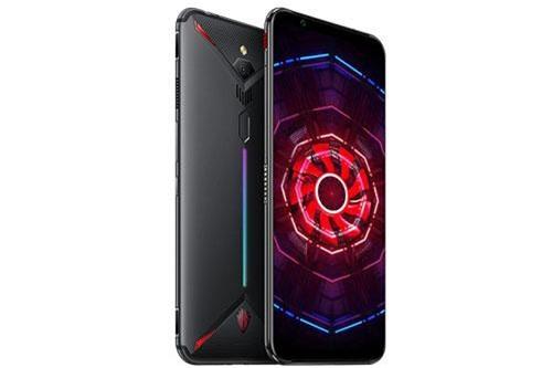 Sức mạnh phần cứng của ZTE Nubia Red Magic 3 đến từ chip Qualcomm Snapdragon 855 lõi 8 với xung nhịp tối đa 2,84 GHz, GPU Adreno 640. RAM 6 GB/ROM 64 GB, RAM 8 GB/ROM 128 GB và RAM 12 GB/ROM 256 GB, không có khay cắm thẻ microSD. Hệ điều hành Android 9.0 Pie, được tùy biến trên giao diện Red Magic 2.0.