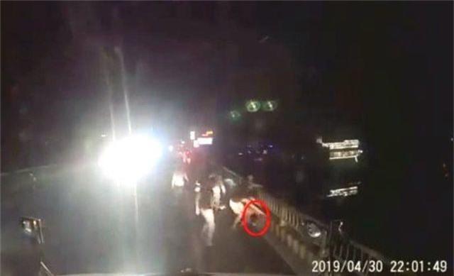 Điều tra vụ tài xế xe container bị nhóm thanh niên hành hung - 1