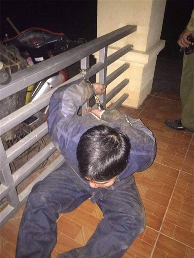 """Nhóm """"cẩu tặc"""" chạy tán loạn trong đêm khi bị vây bắt - 2"""