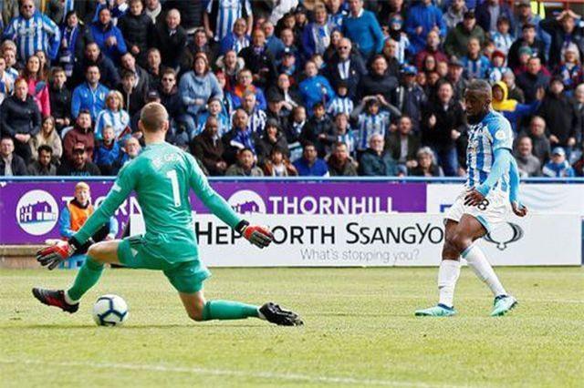 De Gea tiếp tục bị thủng lưới trận 14 liên tiếp ở Premier League