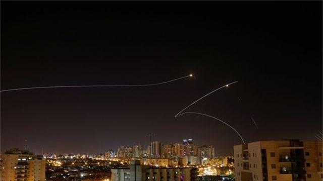 """430 tên lửa tấn công Israel trong 24h, Dải Gaza """"căng như dây đàn"""" - 1"""