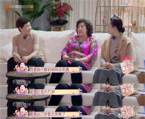 Bom sex gốc Việt Chung Lệ Đề gợi cảm đến mấy vẫn bị mẹ chồng chê điểm này trên sóng truyền hình - Ảnh 3.