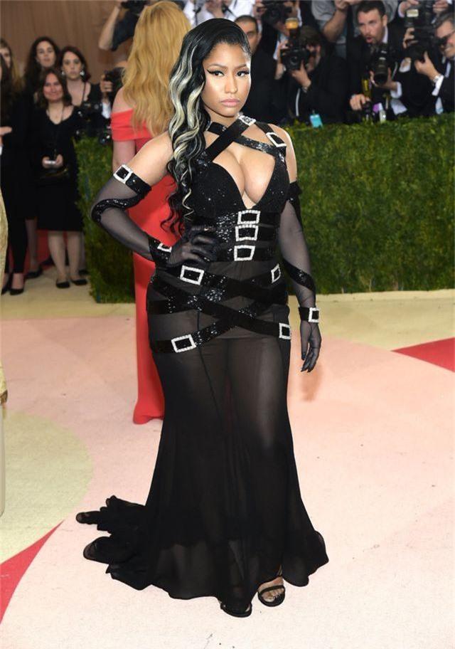 """Những bộ đầm táo bạo nhất từng xuất hiện tại """"đại tiệc thời trang"""" Met Gala - 12"""