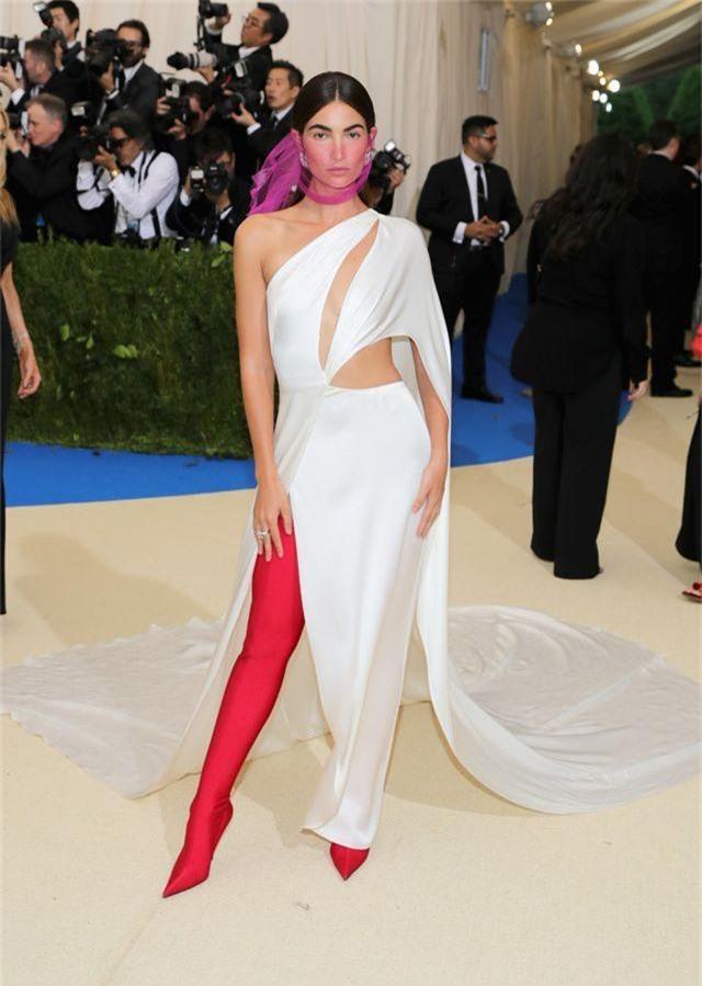 """Những bộ đầm táo bạo nhất từng xuất hiện tại """"đại tiệc thời trang"""" Met Gala - 16"""