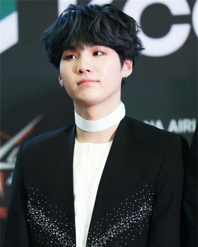 Thánh tiên tri Kbiz khiến công chúng rùng mình: Big Bang phán đúng về thảm cảnh Seungri nhưng vẫn chào thua BTS - Ảnh 2.