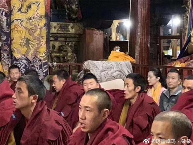 Tiết lộ loạt hình ảnh Phạm Băng Băng để mặt mộc, lặng lẽ tới tận Tây Tạng bái phật - Ảnh 2.
