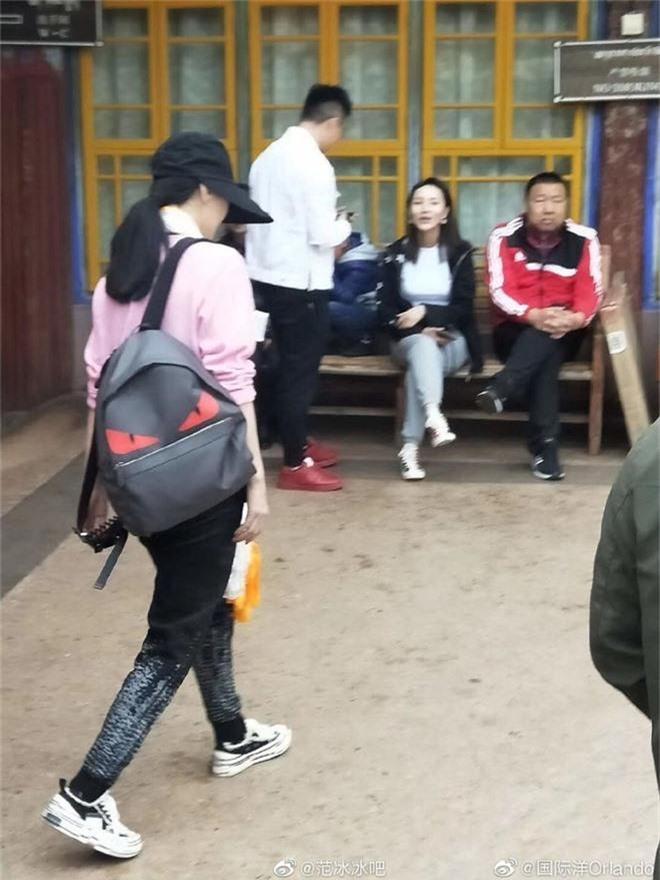 Tiết lộ loạt hình ảnh Phạm Băng Băng để mặt mộc, lặng lẽ tới tận Tây Tạng bái phật - Ảnh 3.