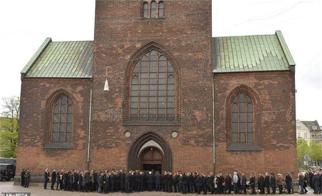 Tỷ phú Đan Mạch đau buồn tiễn đưa 3 con thiệt mạng vì vụ đánh bom ở Sri Lanka - 12