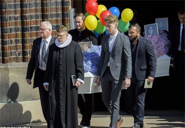 Tỷ phú Đan Mạch đau buồn tiễn đưa 3 con thiệt mạng vì vụ đánh bom ở Sri Lanka - 5