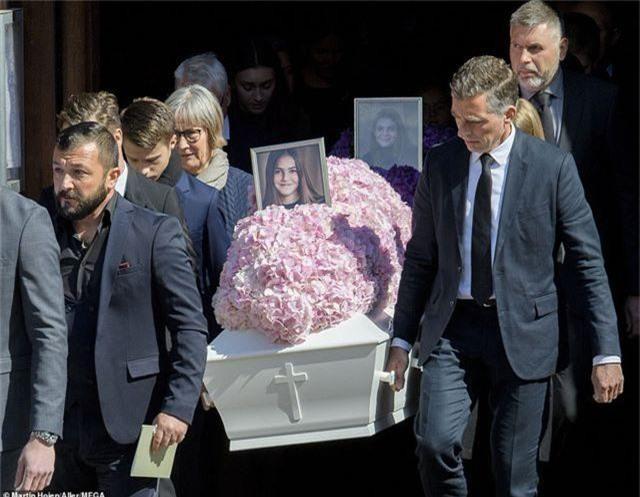 Tỷ phú Đan Mạch đau buồn tiễn đưa 3 con thiệt mạng vì vụ đánh bom ở Sri Lanka - 8
