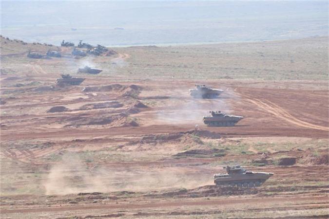 "Xe tang T-55 cua Algeria boc giap ""khung"", Viet Nam co the tham khao"