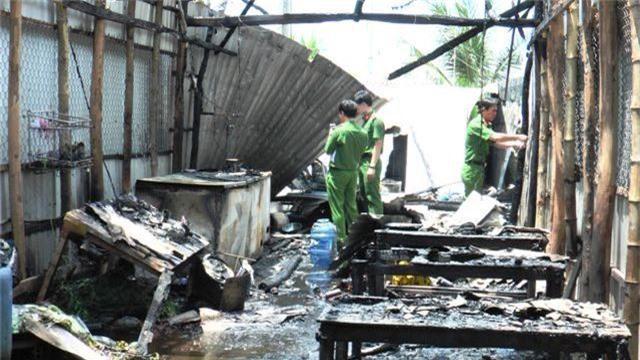 5 căn nhà cháy rụi nghi do nổ bình gas - 1