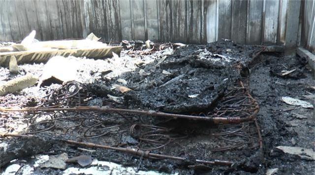 5 căn nhà cháy rụi nghi do nổ bình gas - 4