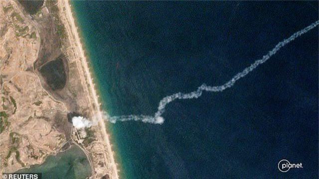 Bức ảnh triệu tấm có một trong vụ thử tên lửa Triều Tiên - 1