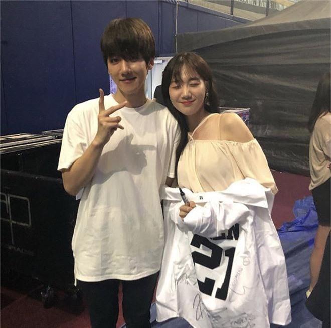 Em họ của thành viên EXO vừa ra mắt trong một nhóm nhạc nữ Kpop và nhan sắc thật sự không vừa - Ảnh 3.