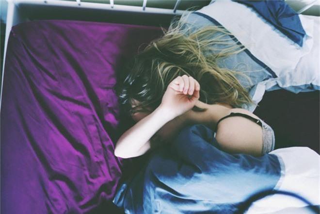 Những kiểu ngủ sai cách khiến sức khỏe của bạn dần đi xuống, thậm chí còn có thể gây tử vong - Ảnh 1.