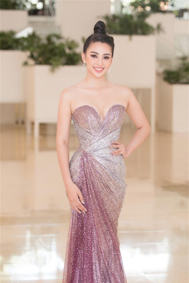 Tiểu Vy đẹp mơ màng giữa dàn mỹ nhân, xác nhận ngồi giám khảo một đấu trường sắc đẹp ở tuổi 19 - Ảnh 1.