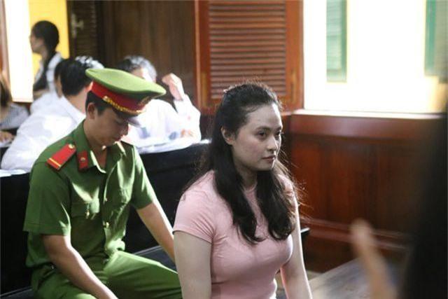 Hotgirl Ngọc Miu bật khóc đòi gặp con tại tòa - 1