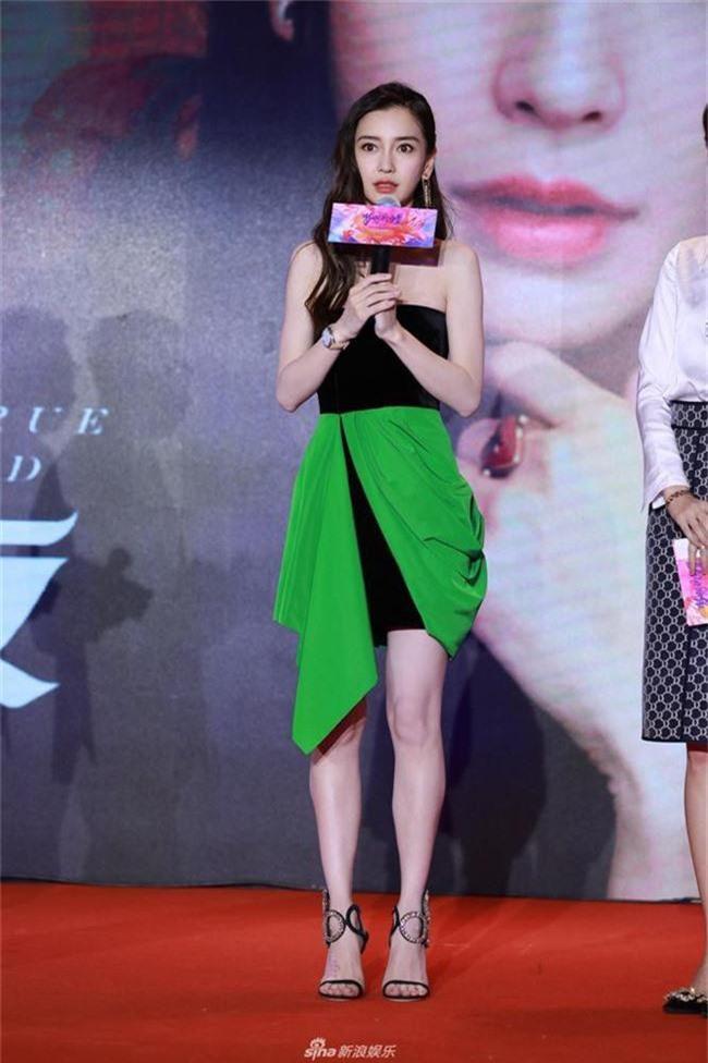 Chuyện thật như đùa: Angelababy diện áo quây mà fan cứ lo nơm nớp bị tụt - Ảnh 3.