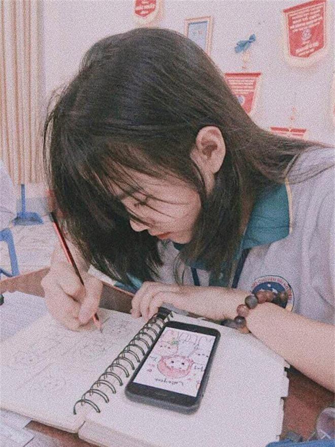 Bị chụp lén những vẫn đẹp xuất sắc, nữ sinh 10X Chuyên Thái Nguyên nổi như cồn chỉ sau một đêm - Ảnh 1.