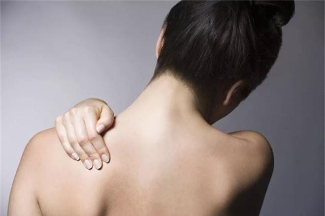 Những cơn đau đột ngột xuất hiện có thể cảnh báo nhiều bệnh nguy hiểm mà bạn nên chú ý - Ảnh 3.