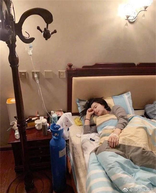 Khổ như Phạm Băng Băng: Bị suy kiệt sức khỏe phải thở bình oxy, truyền nước vẫn bị mỉa mai là làm màu, diễn sâu - Ảnh 2.