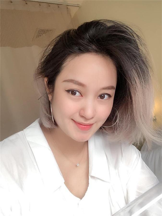 Selfie sau khi sinh con lần 2, Mi Vân khiến dân tình trầm trồ vì sự nghiệp làm mẹ không thể xô đổ nhan sắc tường thành - Ảnh 1.