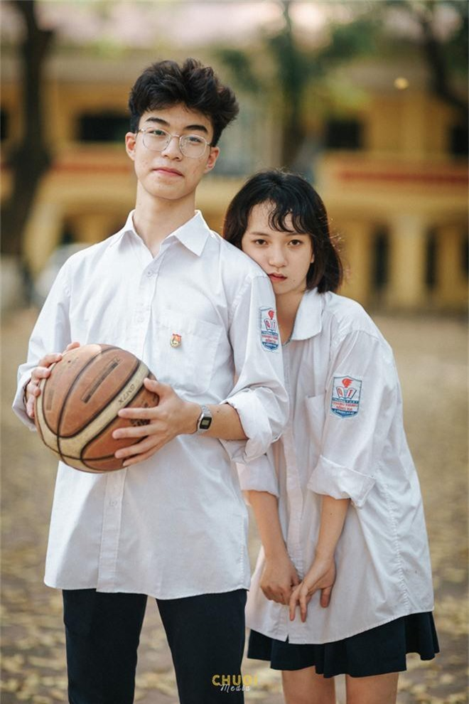 Tan chảy với bộ ảnh thanh xuân của cặp đôi 2001: Năm 17 tuổi, bạn từng có một mối tình đẹp như vậy phải không? - Ảnh 1.