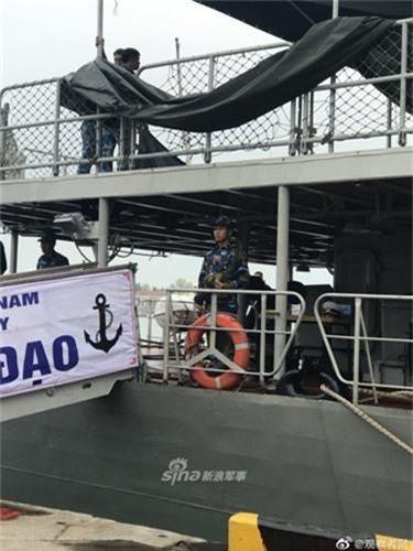 Tau chien Viet Nam mo cua don khach tham quan o Thanh Dao-Hinh-5