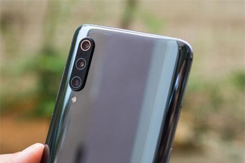 Theo DxOMark, Xiaomi Mi 9 là smartphone sở hữu camera tốt thứ 6 hiện nay, cao hơn cả iPhone Xs Max (thứ 7).