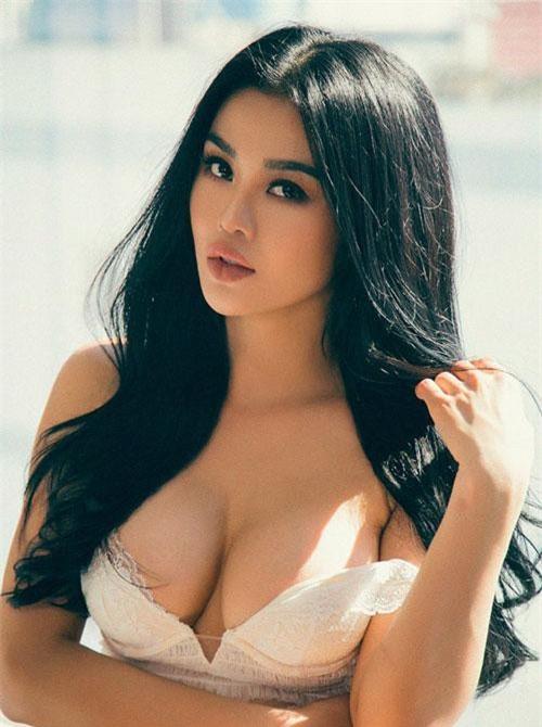 Người đẹp sinh năm 1990 từng đăng quang cuộc thi Hoa hậu Việt Nam Hoàn cầu 2012.