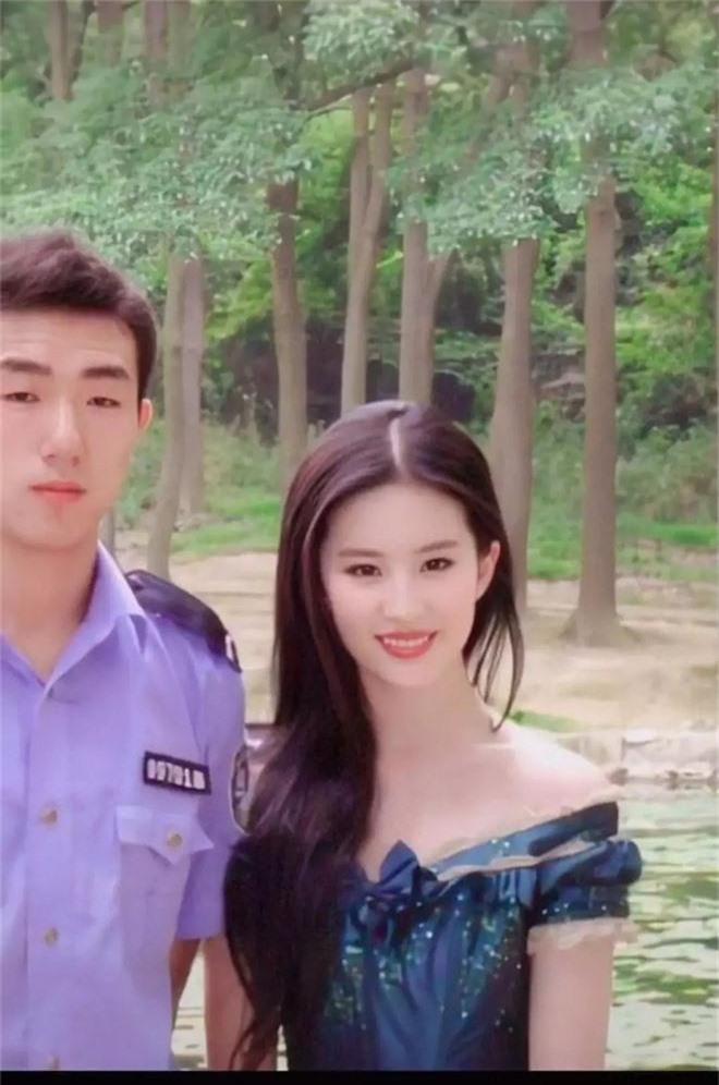 Nhan sắc 11 năm trước đánh bật photoshop thế này, bảo sao Lưu Diệc Phi được tôn vinh là tường thành nhan sắc Cbiz - Ảnh 4.