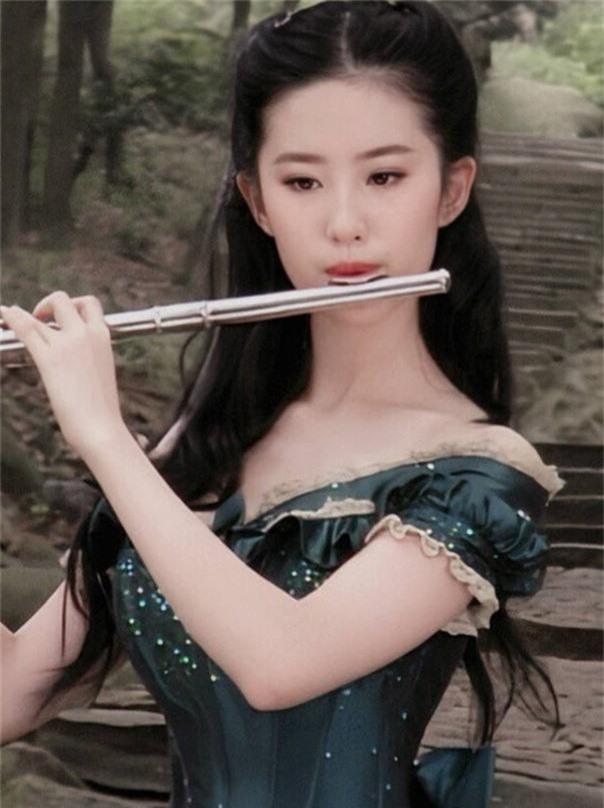 Nhan sắc 11 năm trước đánh bật photoshop thế này, bảo sao Lưu Diệc Phi được tôn vinh là tường thành nhan sắc Cbiz - Ảnh 7.