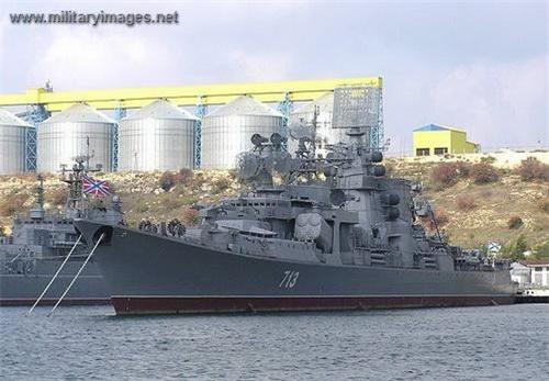 Tuần dương hạm chống ngầm lớp Kara gây ấn tượng mạnh bởi vẻ bề ngoài khá đặc biệt