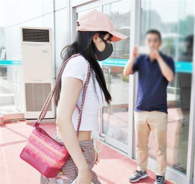 Đều là gái một con, Dương Mịch ăn đứt Trần Nghiên Hy với bộ phận cơ thể siêu nuột nà này - Ảnh 4.