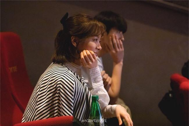 Nam Joo Hyuk ga lăng cởi áo khoác cho chị đẹp Han Ji Min, fan lại đùng đùng gọi hồn người này - Ảnh 4.