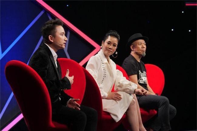Hết nhận xét Lan Cave Thanh Hương biểu hiện lố, Thu Phương bỏ ghế nóng lên sân khấu song ca cùng cô - Ảnh 3.