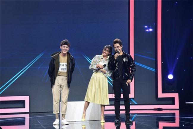 Hết nhận xét Lan Cave Thanh Hương biểu hiện lố, Thu Phương bỏ ghế nóng lên sân khấu song ca cùng cô - Ảnh 4.