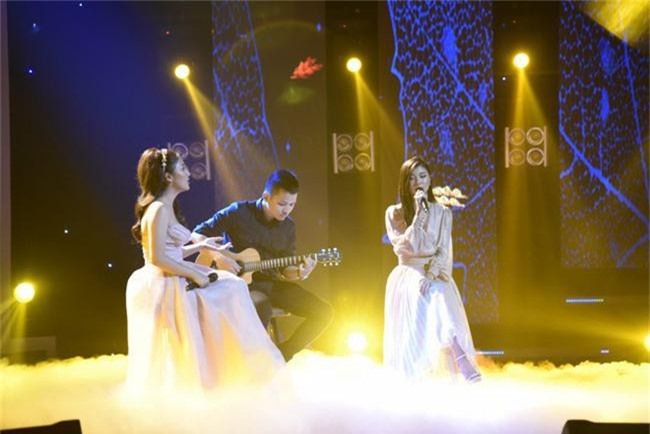 Hết nhận xét Lan Cave Thanh Hương biểu hiện lố, Thu Phương bỏ ghế nóng lên sân khấu song ca cùng cô - Ảnh 7.