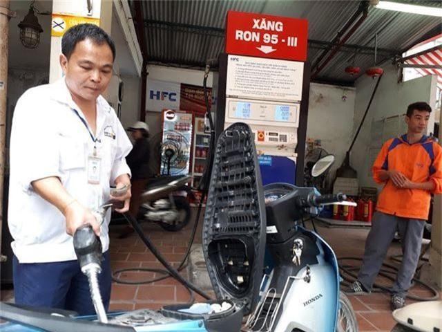 Quỹ bình ổn giá xăng dầu: Người dùng thiệt hơn là được lợi? - 2