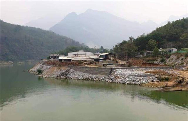 Vụ đổ hàng nghìn khối đá lấn sông: Tháo dỡ toàn bộ công trình lấn chiếm - 2