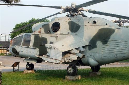 Điểm độc đáo của Mi-24 ở chỗ, ngoài khả năng vũ trang mạnh mẽ thì Mi-24 giữ lại khả năng chở quân như trực thăng vận tải thông thường.