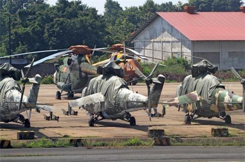 Trực thăng Mi-24 bắt đầu tham gia chiến đấu từ cuối tháng 10/1984 trong đội hình Trung đoàn 916 phối hợp với các máy bay trực thăng Mi-8 của Trung đoàn 917 cùng làm nhiệm vụ truy quét quân Khmer đỏ giúp nhân dân Campuchia bảo vệ thành quả cách mạng.
