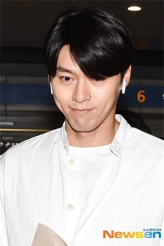 Hyun Bin mặc đồ giản dị ra sân bay mà tựa tổng tài và chiếc mũi thì sắc như muốn đòi mạng chị em - Ảnh 6.