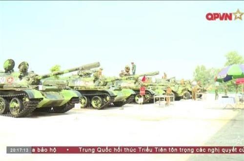 Chúng ta thường biết đến trong lịch sử bộ đội tăng – thiết giáp Việt Nam chủ yếu sử dụng các dòng xe tăng do Liên Xô và Trung Quốc sản xuất. Ngoài ra, sau năm 1975, quân đội ta có tiếp nhận đưa vào trang bị một số xe tăng của Mỹ (M41, M48) – chiến lợi phẩm thu giữ được từ quân đội VNCH. Trong ảnh, các xe tăng T-54 của bộ đội Lữ đoàn 203. Nguồn ảnh: Kênh Quốc phòng Việt Nam