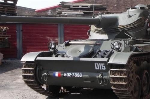 Cụ thể, tháp pháo AMX-13 được gọi là thiết kế dạng đung đưa (oscillating) hay còn gọi là trục quay (trunnion). Nó gồm hai phần: trên và dưới. Phần dưới được lắp như tháp pháo trên các xe tăng thông thường. Phần trên với pháo chính được gắn vào hai trục nâng, có thể di chuyển theo phương thẳng cho pháo thủ khi ngắm mục tiêu….